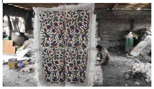 Making of Kashmiri Namdas